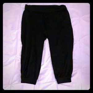 NWOT Black Athletic Capri Joggers